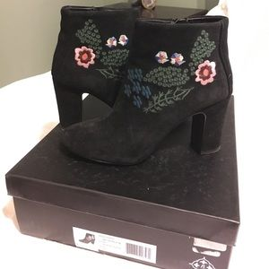 Nanette Lepore Black Embroidered Booties Size 6